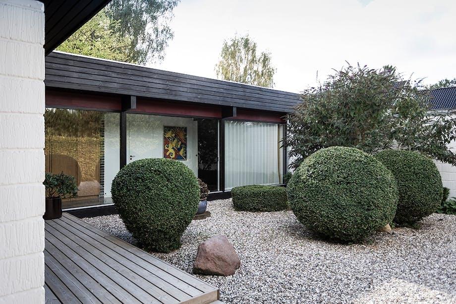Gårdhaven trimmede hække 60'er villa