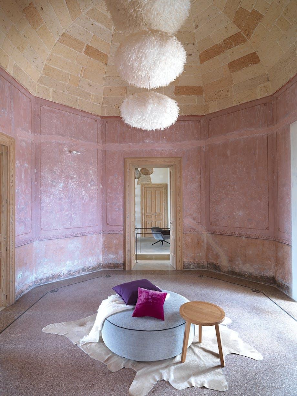 ottekantet entre lyserød oprindelige vægge siddepuf pendlerne i fjer