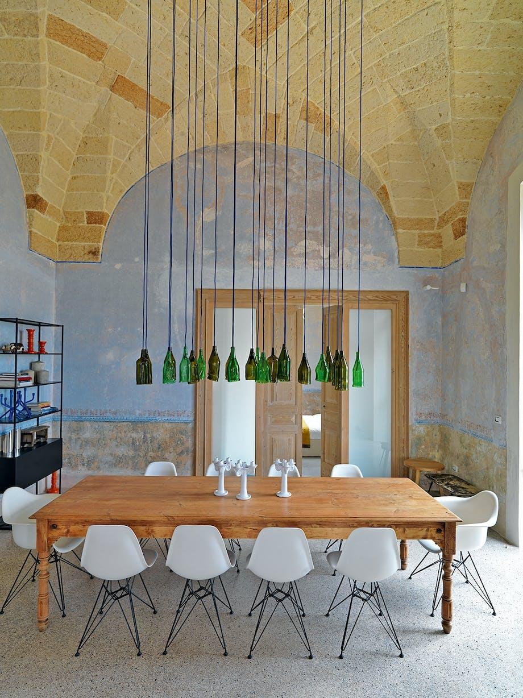 spisestuen lampeinstallationen antikt spisebord spisebordstole Ray og Charles Eames
