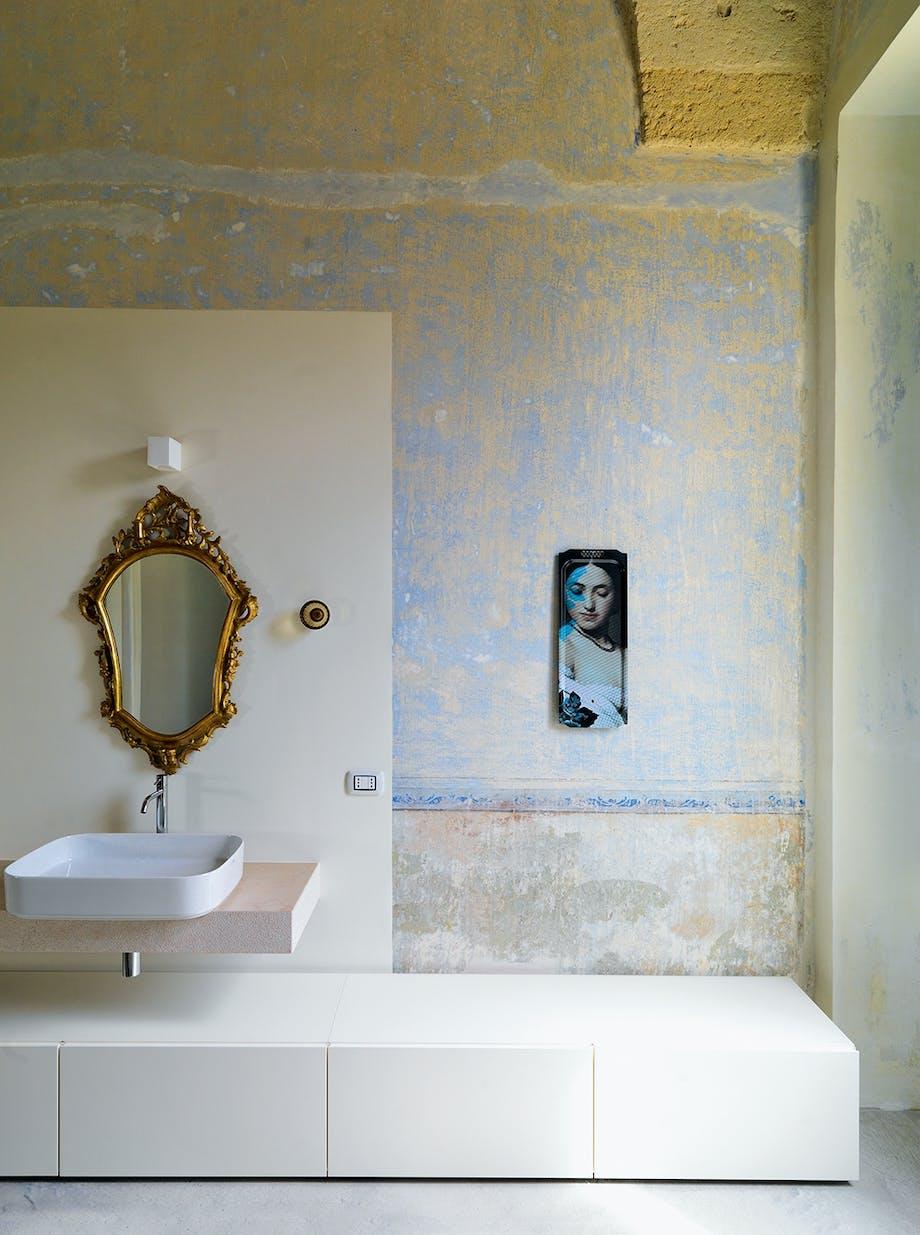 Badeværelse antikt barok spejl moderne skabsmøbel
