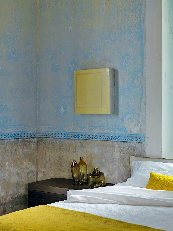soveværelse okker-gule og blå nuancer bordlamper i genbrugsglas