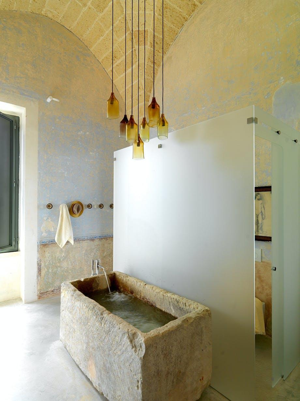Badekar badeværelse rå stil pendler i glas