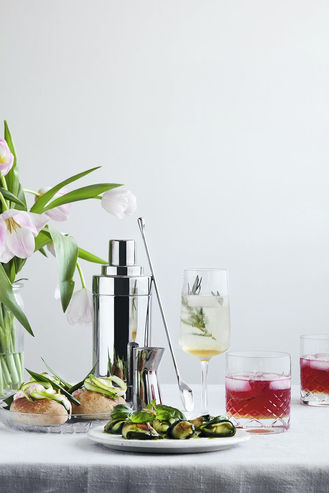 Hibiscus Gin Tonic med lime
