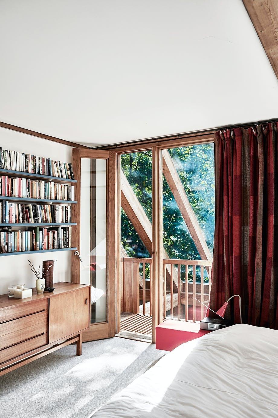 Soveværelse med bogreol