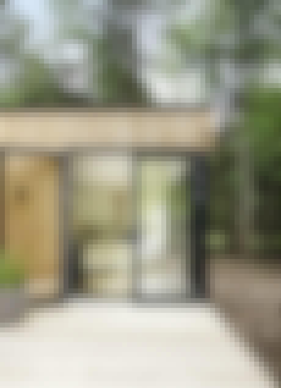 Dobbel glasdør fra terrassen ind i soveværelset