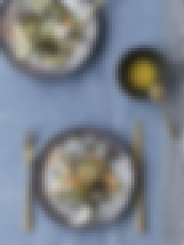 """Crudité"" med asparges, nye gulerødder, fennikel, gedeost og mizuna"