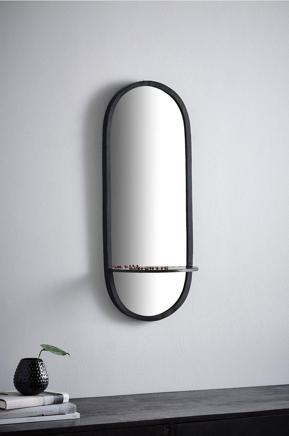 Aflangt spejle med runde kanter og hylde fra jotex