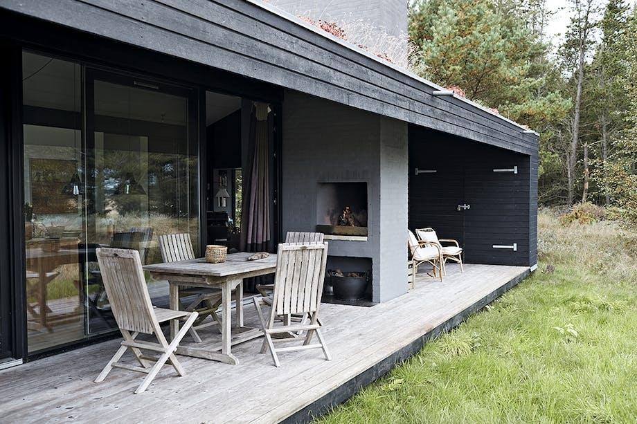 Terrasse med havemøbler og hyggelige kroge