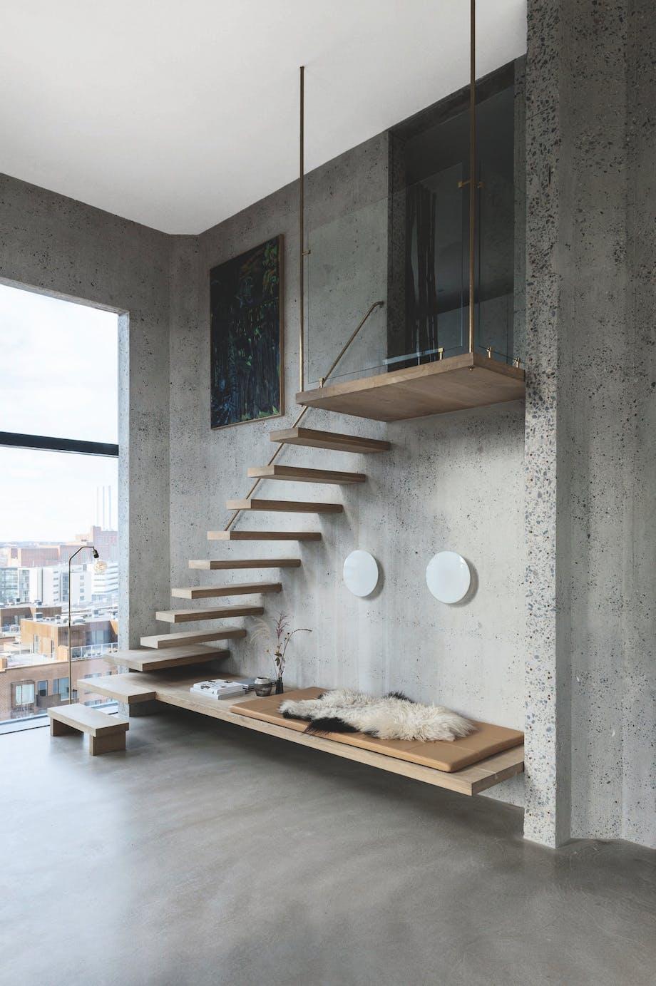 Svævende trappe og bænk