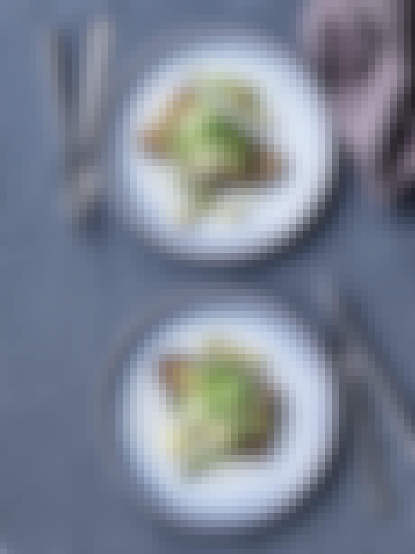 Ret med surdejsbrød, squash og burrata