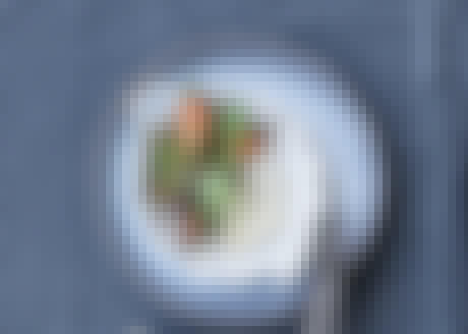 Ret med sorte bønner, spinat og gulerødder
