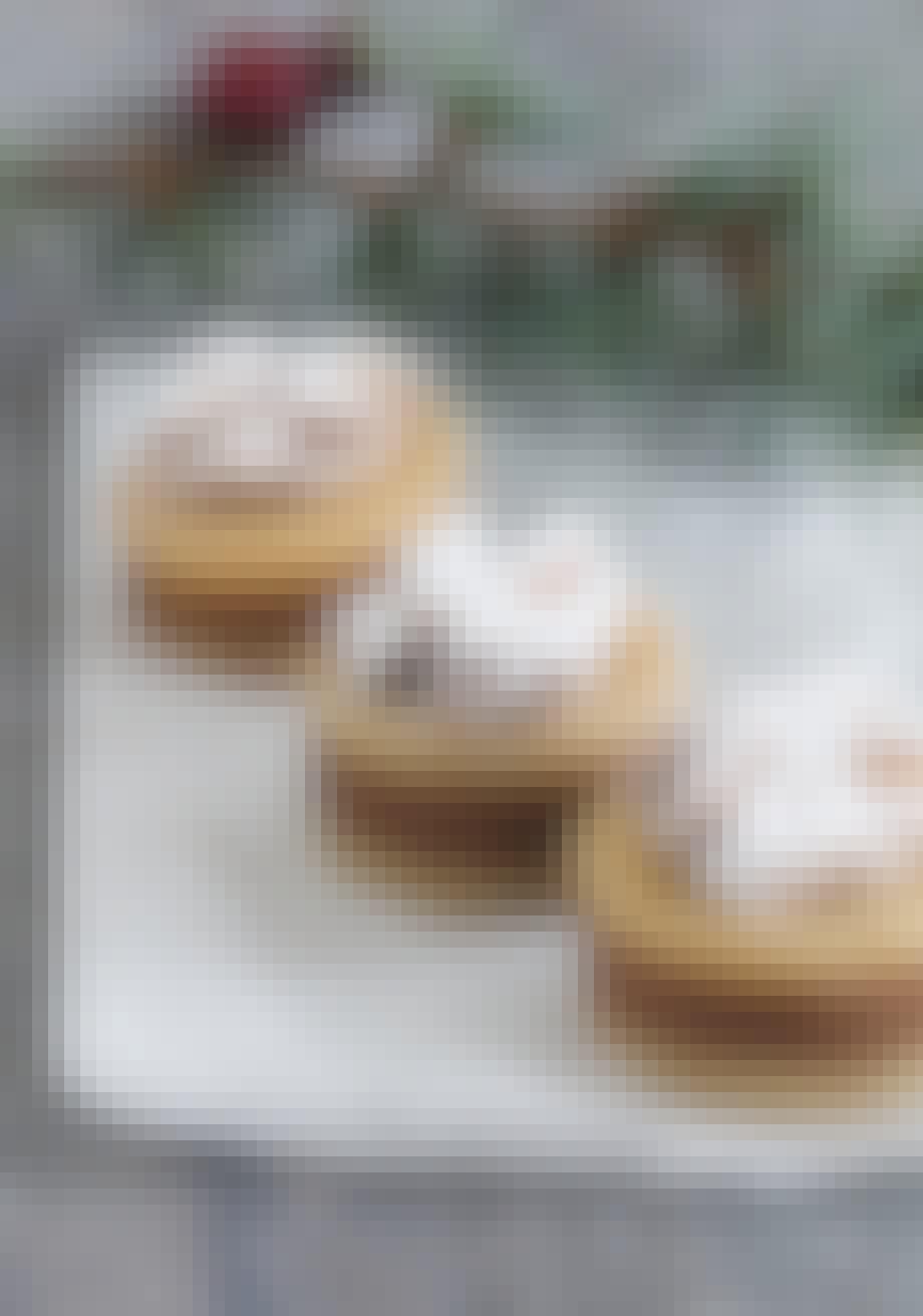 Server julekonfekt med marsipan og nougat til jul