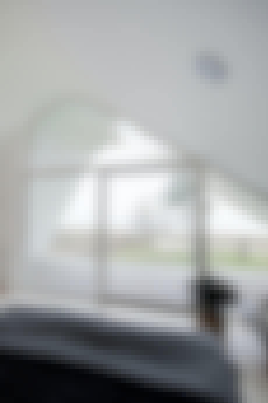 Indbyggerhøjtaler i soveværelse