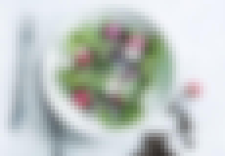 Salat med pocherede radiser