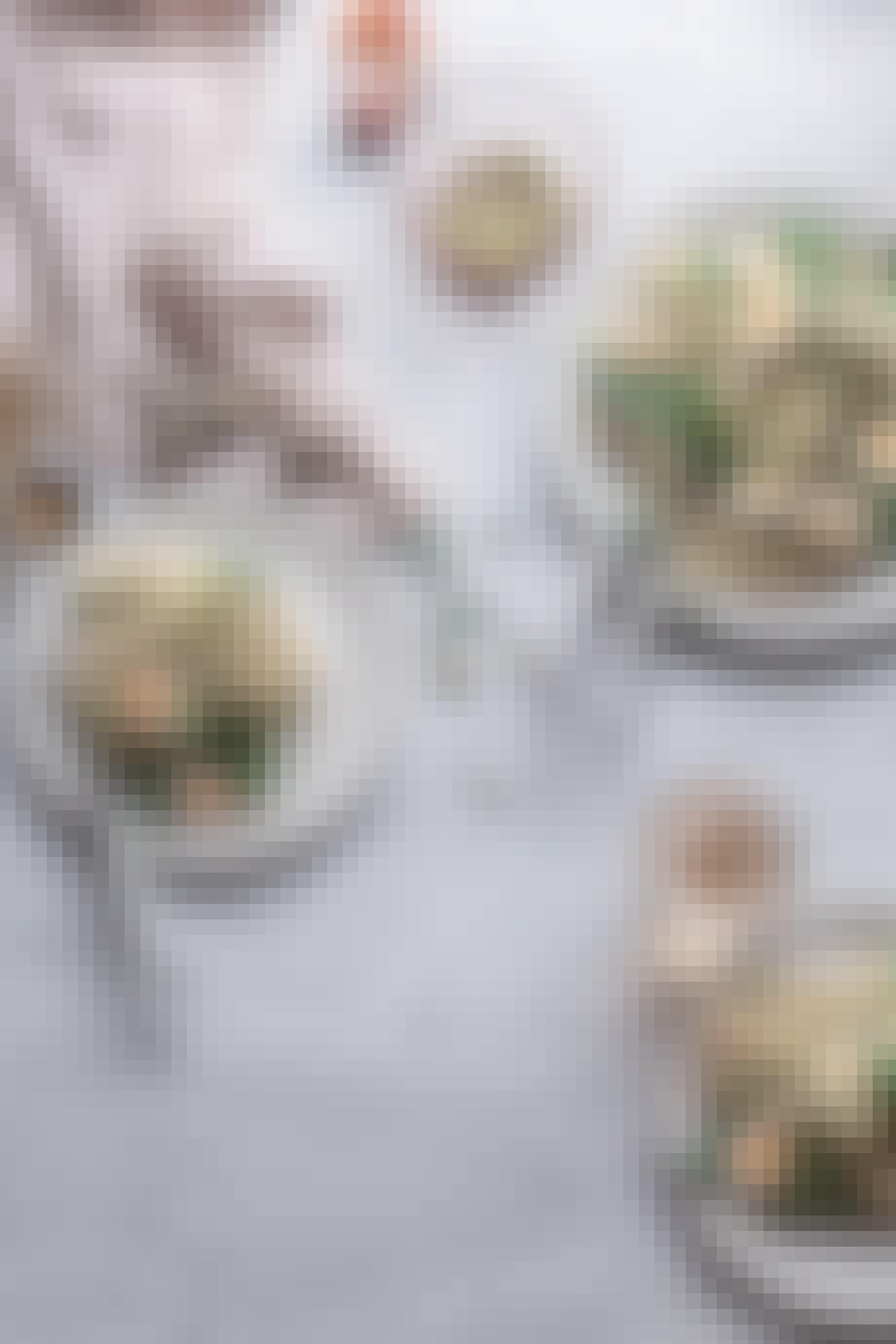 Quinoa salat med miso-vinaigrette og vagtelæg