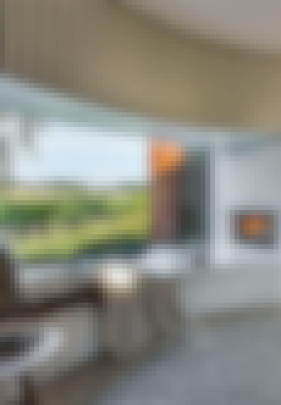 Cylinderformet sommerhus med natursmuk udsigt