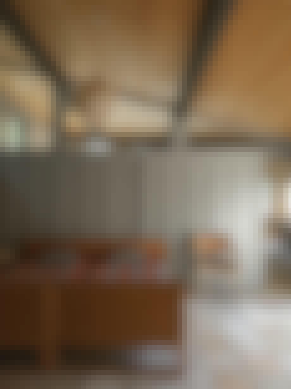 Enkelt og nydeligt soveværelse med Mogensens spanske spisebordsstol