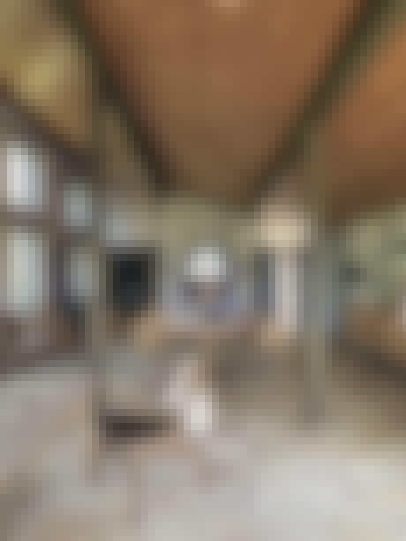 Højloftet stue med Børge Mogensens møbler
