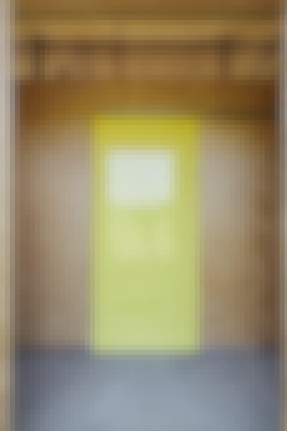 Den gule dør giver varme og personlighed