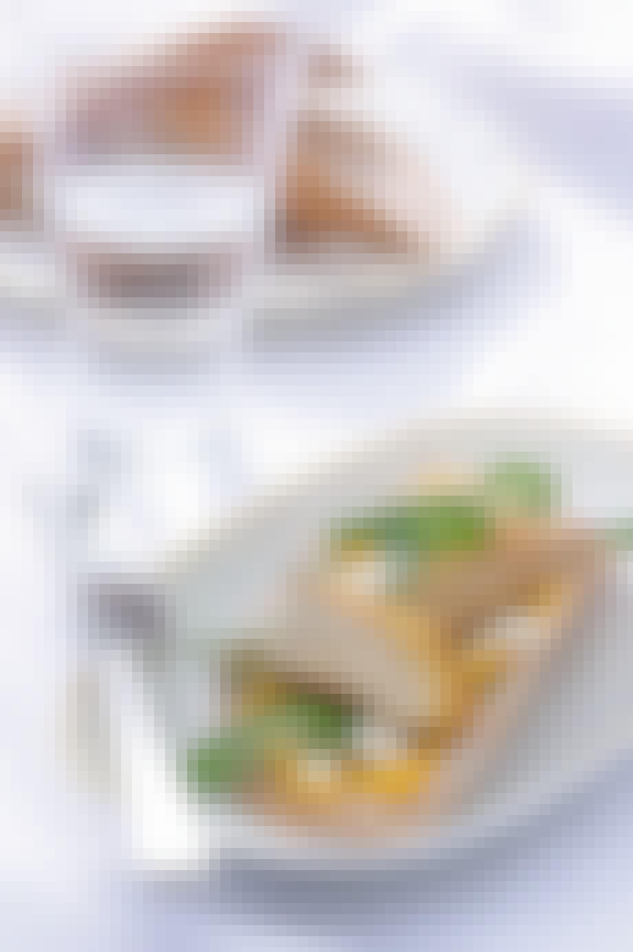 Sprød tærte med perlehøne, hokaidocreme og hytteost