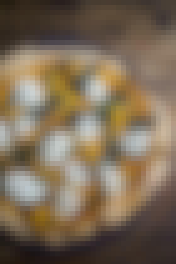 Sprød pizza med knasende græskarkerner og blød mozzarella