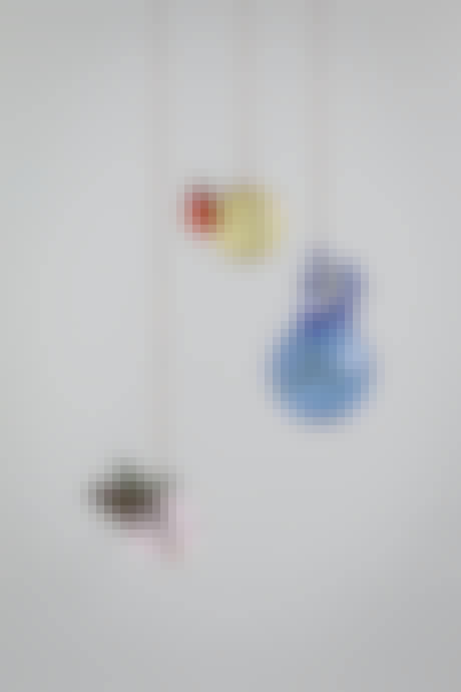 Hængende glasvaser i forskellige farver