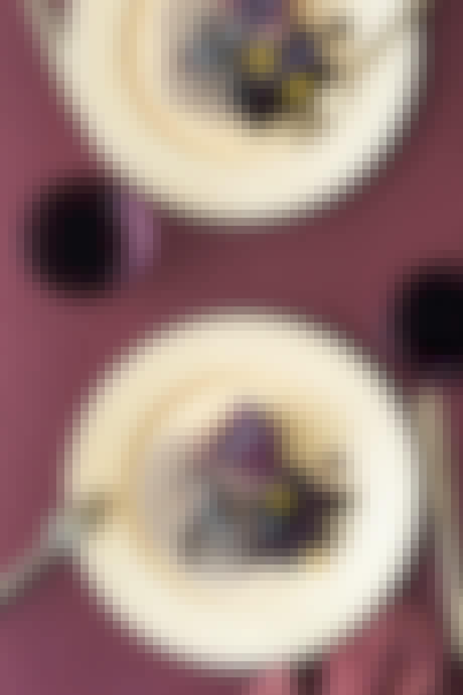 Oksemørbrad med glaserede rødbeder, brombær og svampesauce