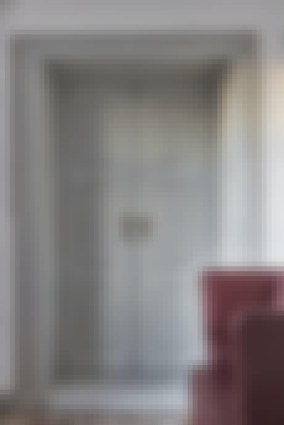 Den majestætiske grå dør og Coupé-sofaen