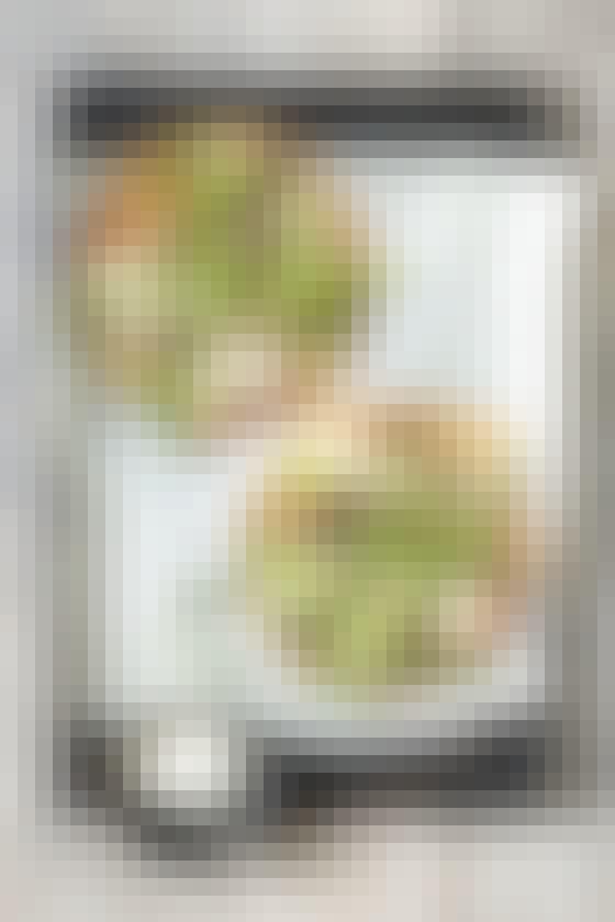 Salatpiza med spicy kødboller