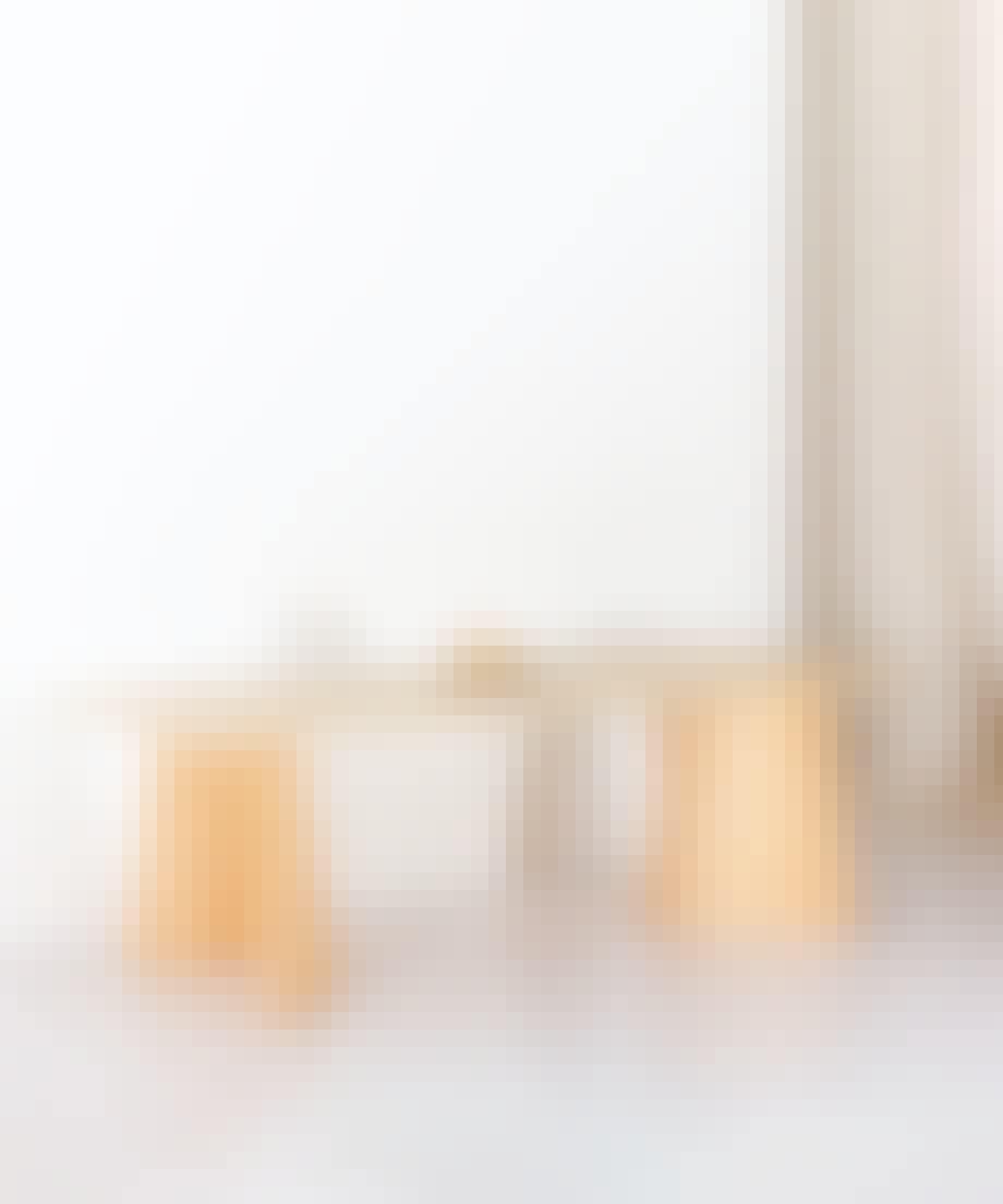 Veneer Trestle bord af Matias Moellenbach.