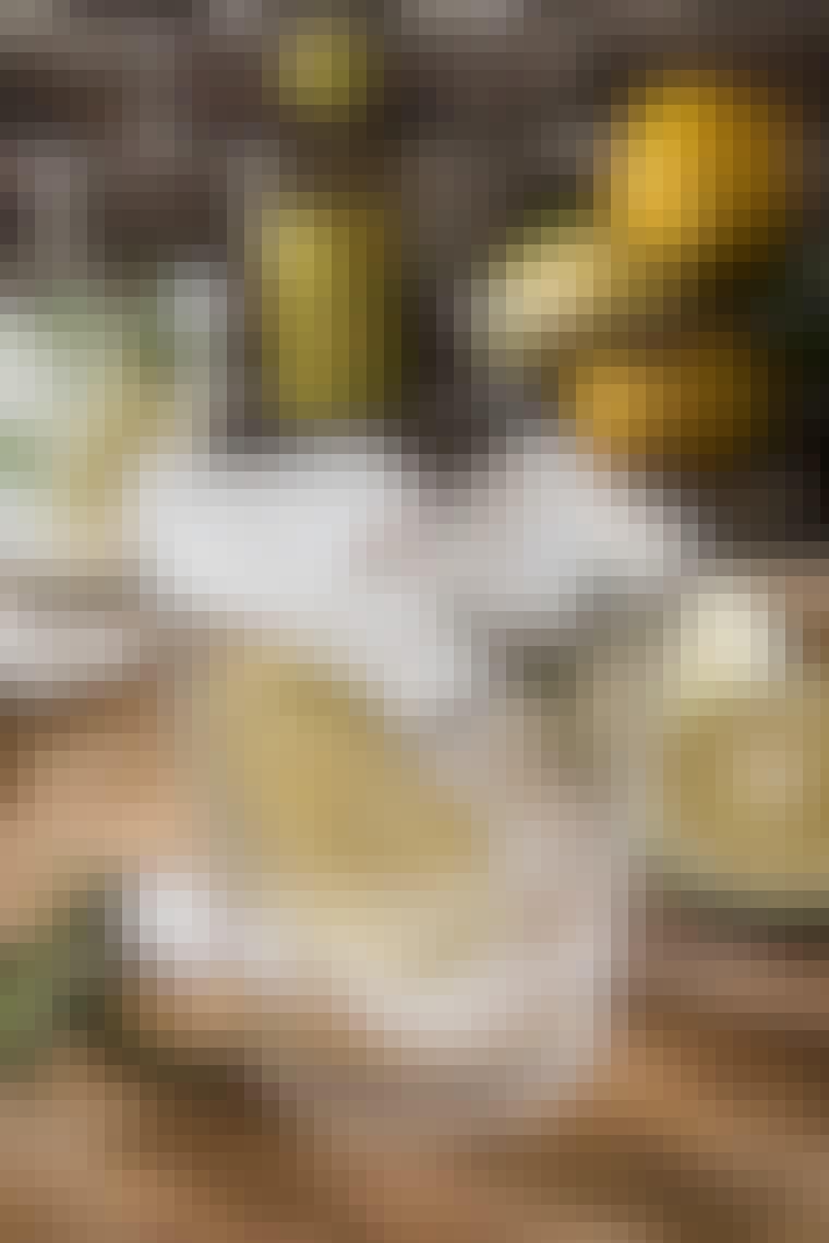 Gin og tonic med rosmarin og sitron