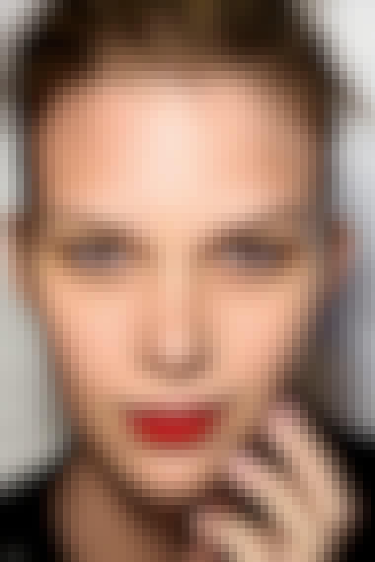 RØDE LÆBER: Læbestiften er det nye absolutte beauty-musthave, og farven skal være rød som her hos Karen Walker. Leg med nuancer fra skrigende røde til sortrøde aubergine-toner.