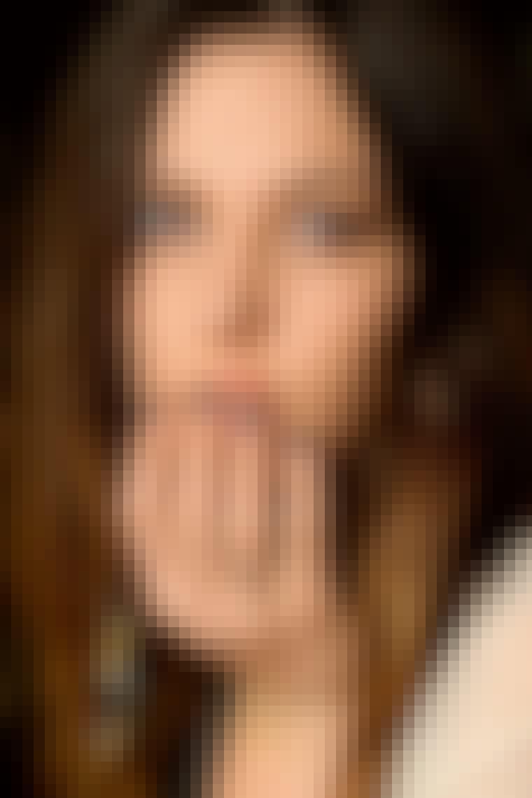 NEGLELAK: Neglelakken spænder over beige, røde, sorte og brunlige nuancer som hos Marc Jacobs (billedet). Brug lakken som ekstra dimension i makeuppen, og lad den matche farverne på dine øjne.