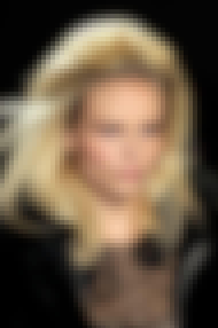 HØJT HÅR: Håret må hellere end gerne fylde på toppen. Lad dine lokker hænge løst for et glamourøst look som hos Nina Ricci. Få looket: 1: Føntør dit hår med ...