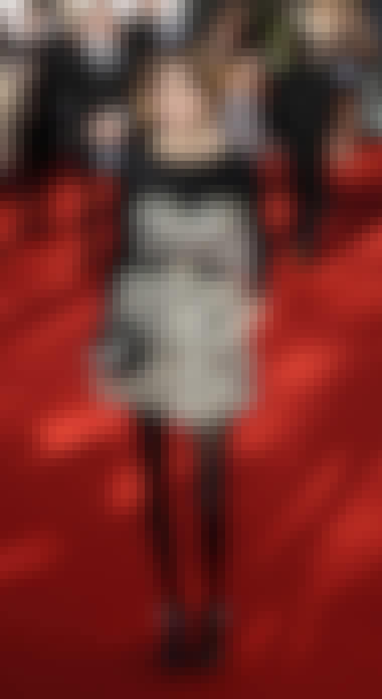 MTV-vertinnen Alexa Chung ble sett med denne kattevesken på den røde løperen.