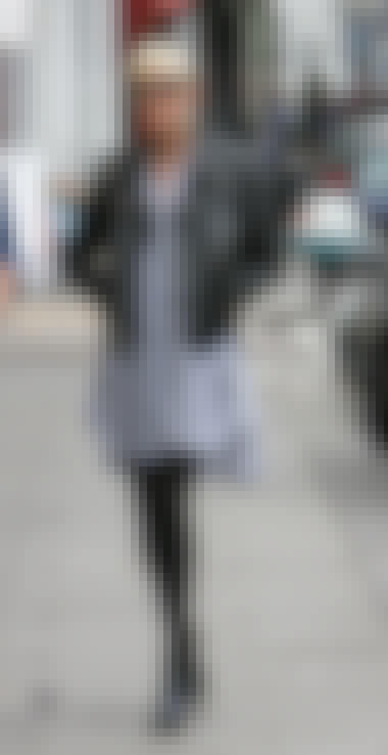 De svarte solbrillene til modellen Agyness Deyn understreker den svarte, rocka looken hennes.
