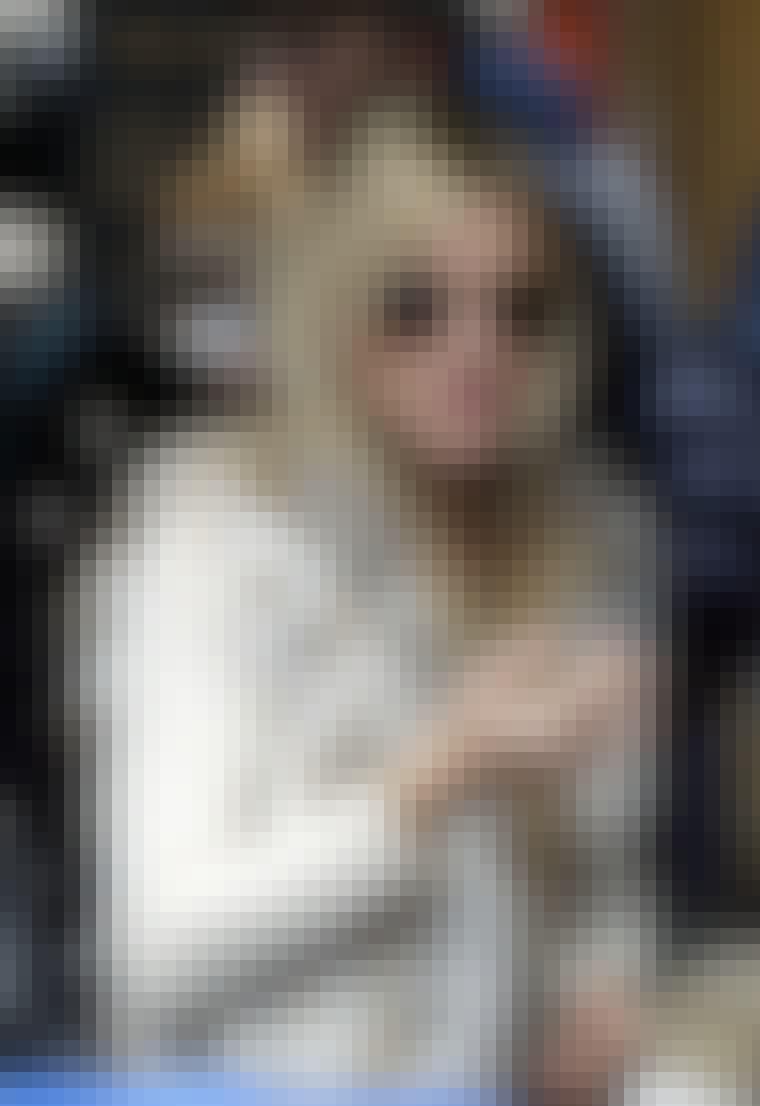 Sienna Miller elsker Ray-Ban-solbriller, og blir sett i mange ulike modeller. De kule pilotbrillene passer perfekt til naturlig, utslått hår.