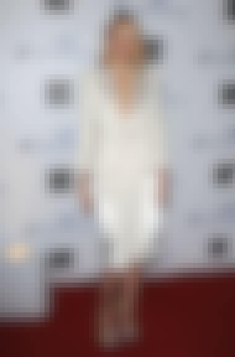 De spisse skuldrene på Balmain-blazeren til Gwyneth Paltrow gir det lyse antrekket en rå tvist.