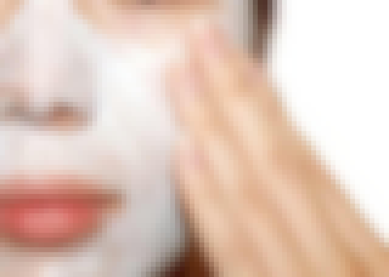 Forkæl din hud med en ansigtsmaske.
