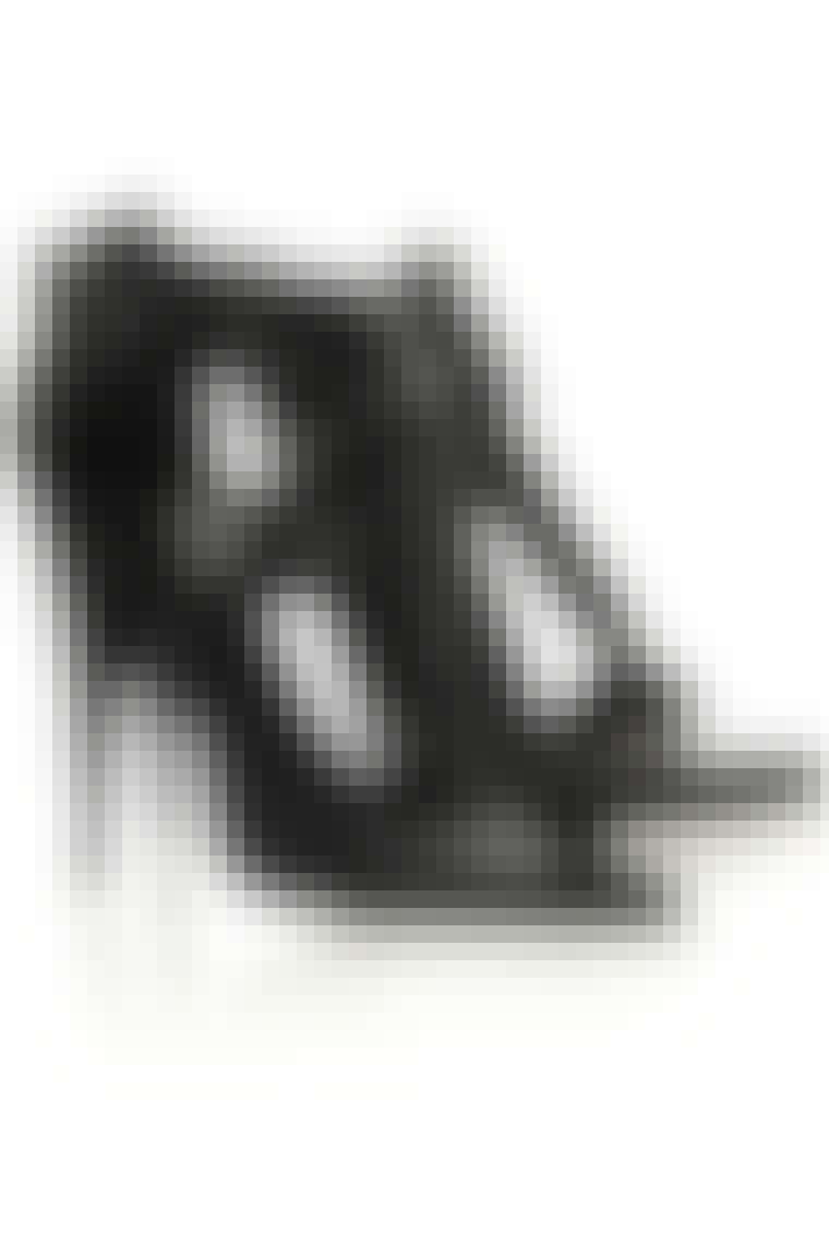 Sko fra Givenchy hos Net-a-porter.com. Før: ca. 4.430 kr. Nu: ca. 1.325 kr.