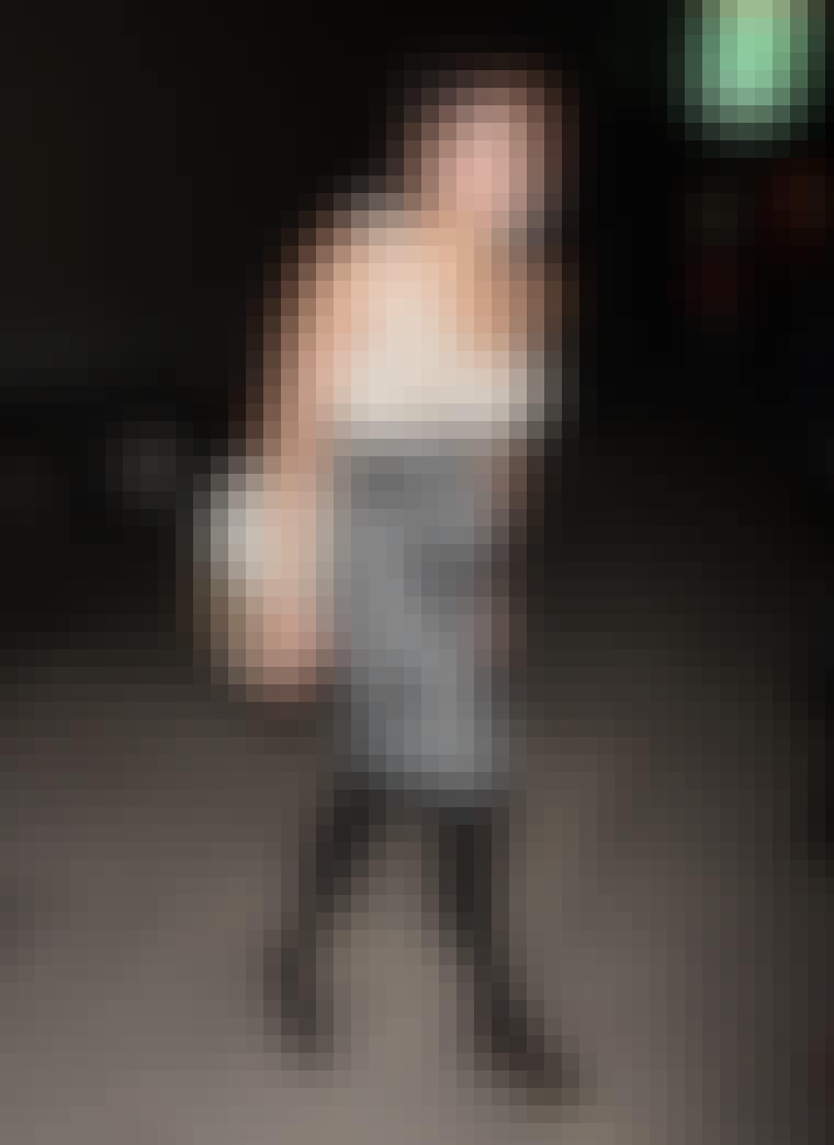Efteråret er fyldt med lynlåse på alt fra støvler til kjoler. Den stilfulde skuespillerinde Zoe Kravitz (med den lækre musikerfar, Lenny Kravitz) har valgt en humoristisk tilgang til tendensen - hendes nederdel har lynl&a...