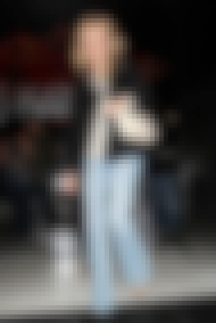 Diane Kruger sætter en Chanel-taske og leopardplettede sko til et par jeans med brede ben.
