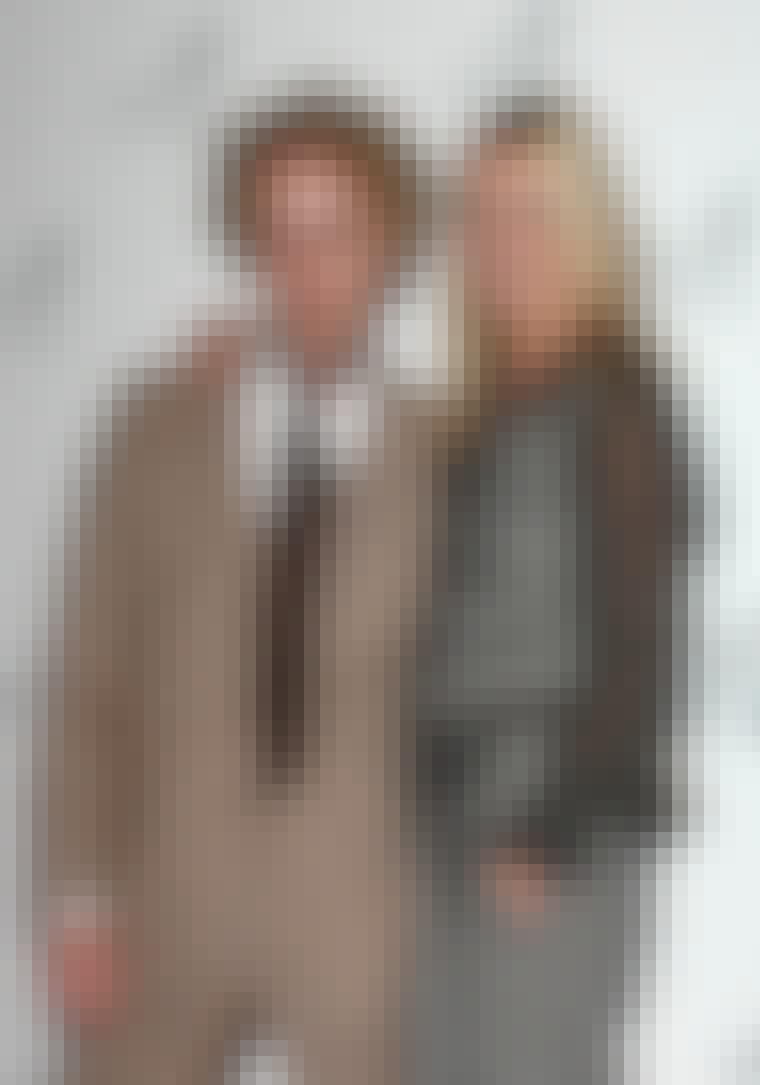 Hvem ville ikke stå omslynget med sin frisør, når nu han har tryllet en misundelsesværdig frisure frem. Kate Moss og hendes hårstylist James Brown.