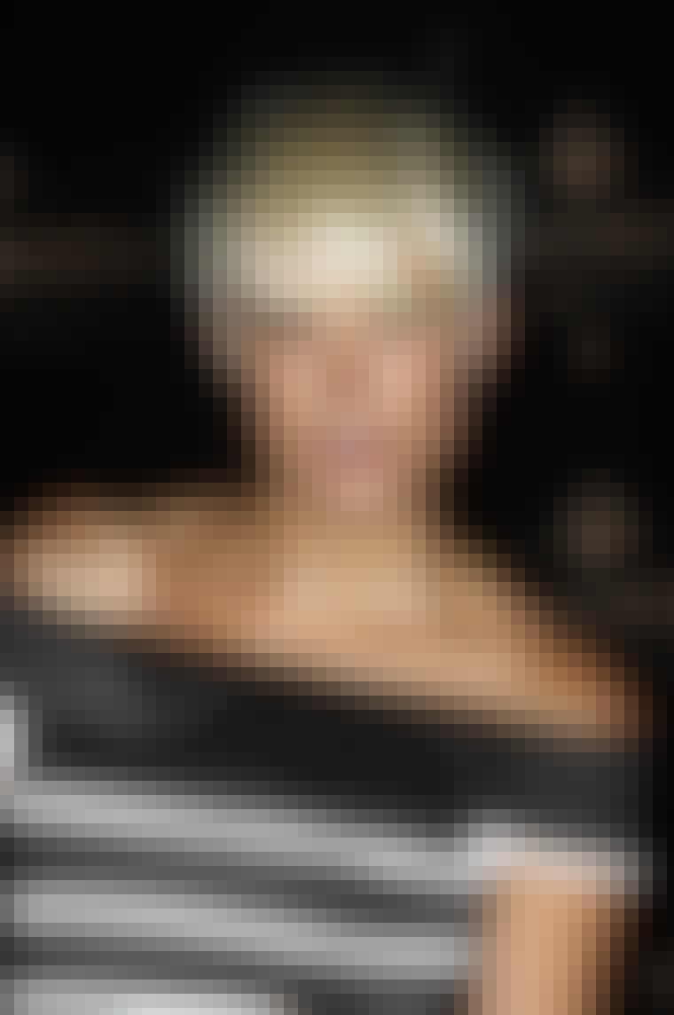 Kort + blond = pænt. Men det gør det heller ikke værre, at frisuren sidder på model Agyness Deyns smukke hoved og hendes mere eller mindre perfekte krop.