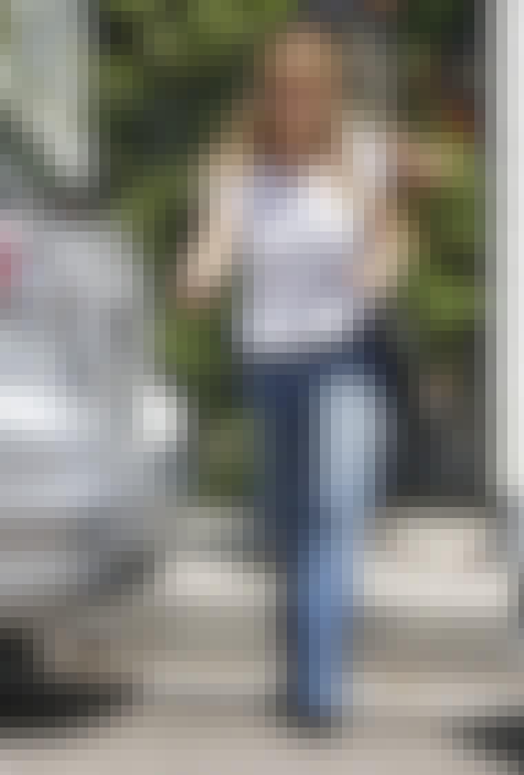 Fashionista Nicole Richie bliver ofte set i hippie-inspirerede outfits, og med sine jeans med brede ben, store solbriller og bånd rundt om hovedet kører hun stilen fuldt ud.
