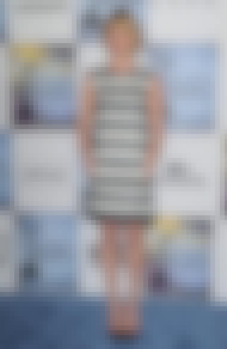 Skuespillerinden Michelle Williams er elegant i stribet kjole fra Chloé.