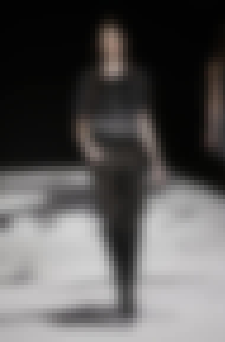 RÜTZOU: Rützous tidligere feminine kollektioner bliver med denne afløst af et mere sensuelt og edgy look med færre detaljer og en enkel silhuet. Københavns Rådhus dannede kulisserne for designer S...