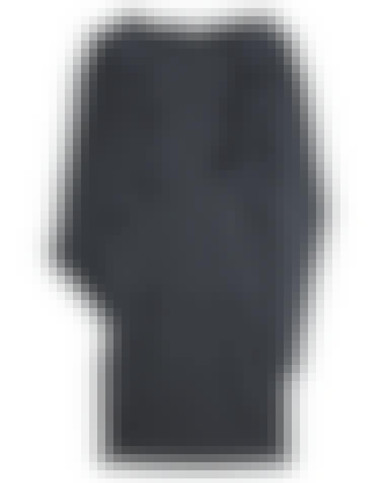 Kjole fra Vanessa Bruno. Før: 2.640 kr.Nu: 1.845 kr.Du skal eje mindst én langærmet kjole denne vinter. Vælg den i 100 procent uld, så den holder dig varm i kulden. Brug den med et p...