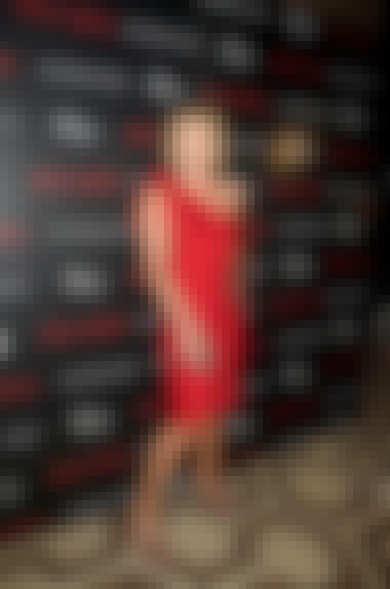 CHRISTIAN DIOR: Stjernerne står i kø for at lade sig klæde på i Christian Diors smukke kjoler. Det er for eksempel nærmere reglen end undtagelsen, at skuespillerinden Charlize Theron svarer Christian Dior til journalisterne langs den røde løber, når hu...
