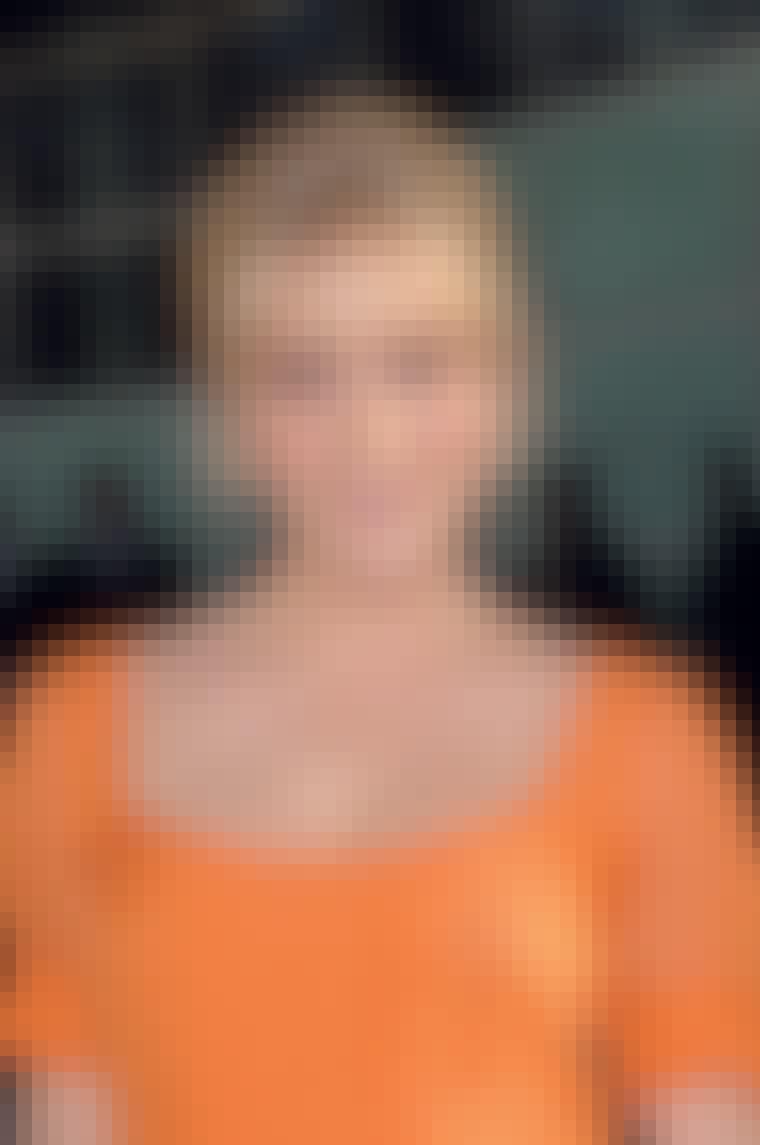 Understreg orange læber med en orange kjole som skuespillerinden Chloë Sevigny